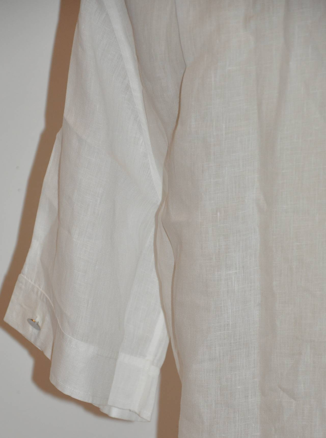 Hermes Men's White Linen Button Shirt with Detailed Cuffs For Sale 3