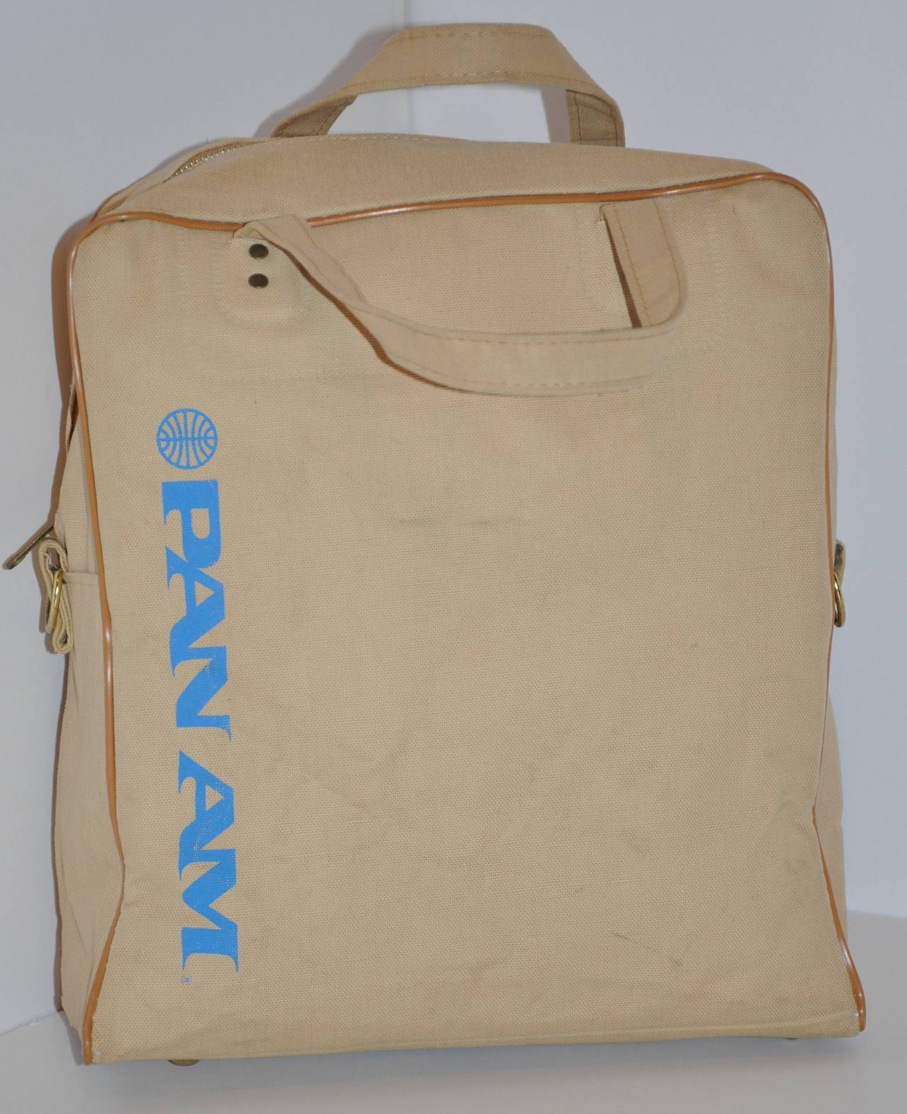 Time to travel with this wonderful rare vintage Pan Am commercial beige travel tote with attachable shoulder straps which measures 36 1/2