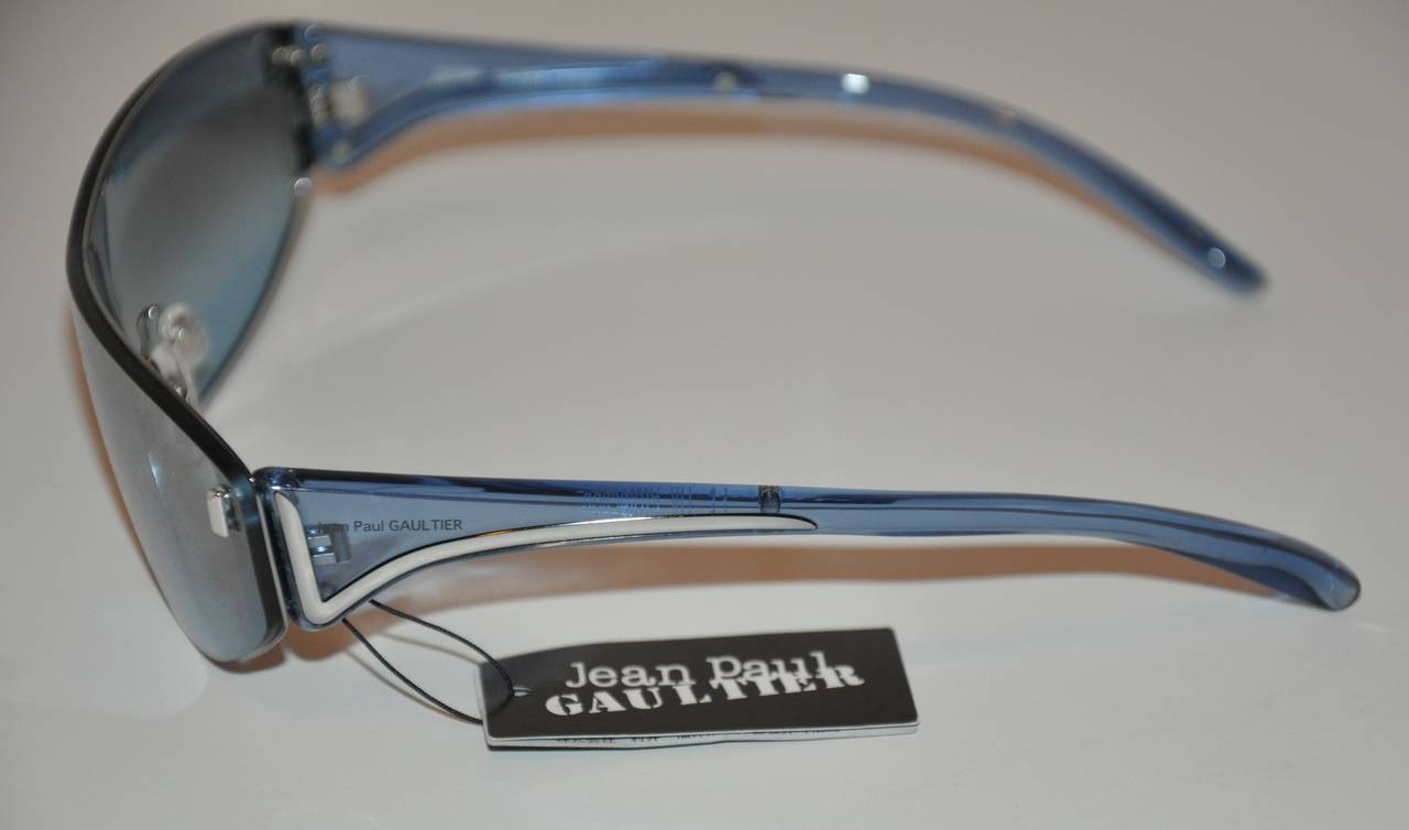 Jean Paul Gaultier Blue Lucite with Blue Shade Sunglasses In New Condition For Sale In New York, NY