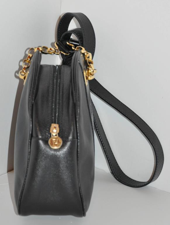 Fendi Black Textured Calfskin with Gold Hardware Small Shoulder Bag In Good Condition For Sale In New York, NY