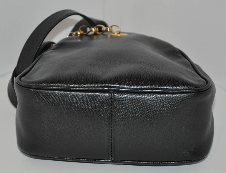 Fendi Black Textured Calfskin with Gold Hardware Small Shoulder Bag For Sale 1