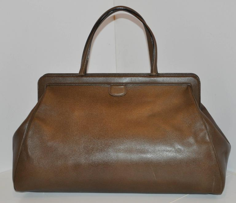 Valextra wonderful large textured brown calfskin zippered top handbag has an optional adjustable shoulder strap if needed. This large handbag is fully lined with tan leather as well as a interior large zippered compartment within. The