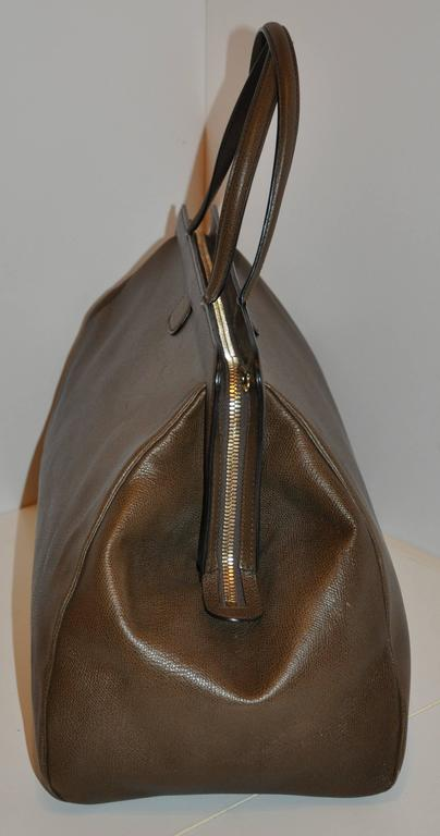Valextra Large Textured Brown Calfskin Zippered Handbag  In Good Condition For Sale In New York, NY