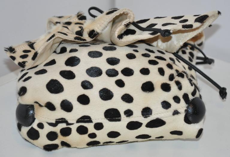 Carlos Falchi Cream & Black Faux Fur Crossover Shoulder Bag In Good Condition For Sale In New York, NY