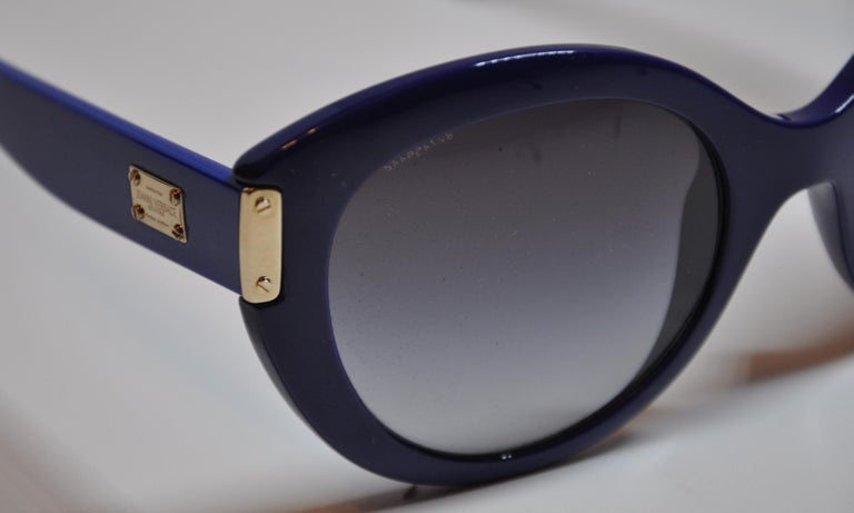 Women's or Men's Gianni Versace Thick Bold Lapis With Gilded Gold Hardware Sunglasses For Sale