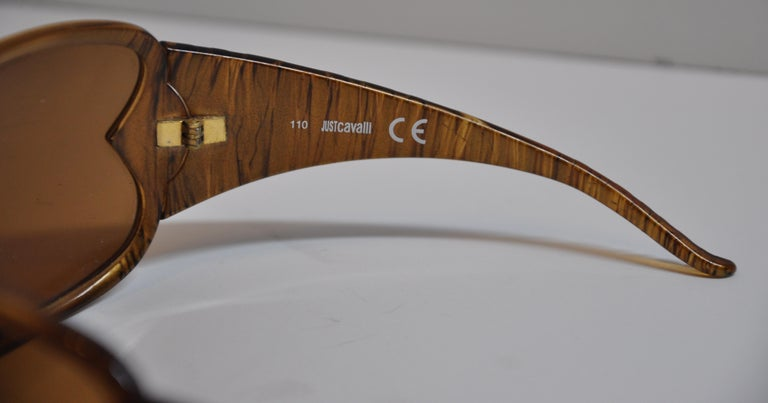 4e07019f991a5 Roberto Cavalli Bold Golden Brown Etched Lucite Curved Sunglasses In Good  Condition For Sale In New