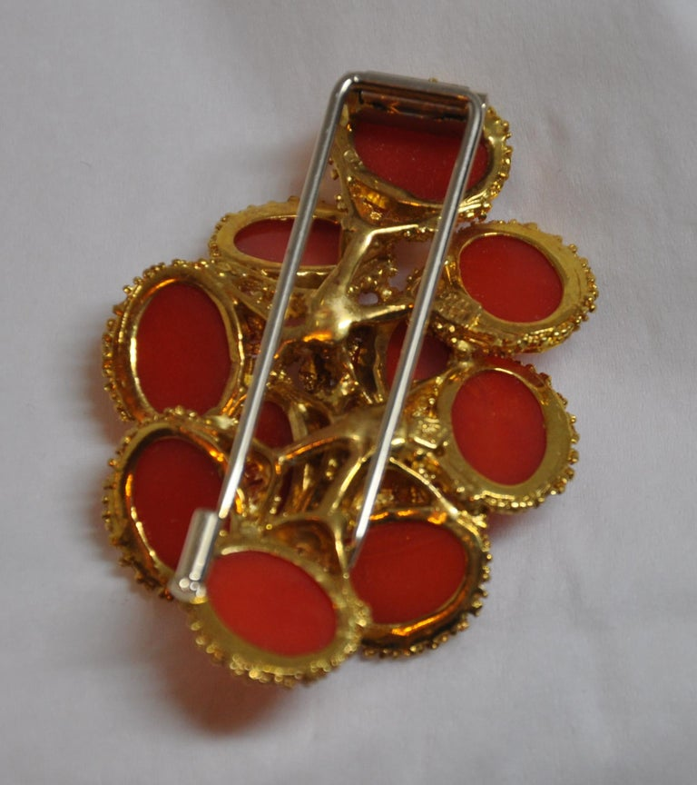 Baroque Detailed Etched 18K Yellow Gold Accented with Natural Coral Brooch/Hat Pin For Sale