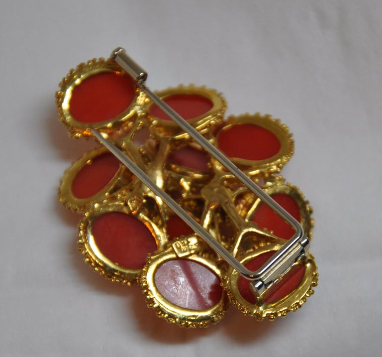 Women's or Men's Detailed Etched 18K Yellow Gold Accented with Natural Coral Brooch/Hat Pin For Sale