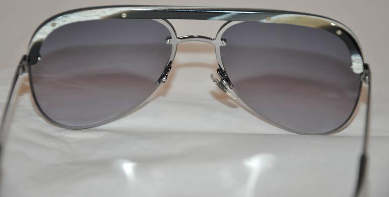 Yves Saint Laurent Black & White Horn Accent with Black Hardware Sunglasses In Good Condition For Sale In New York, NY