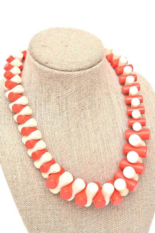 French Sculptural Resin Necklace  For Sale 3