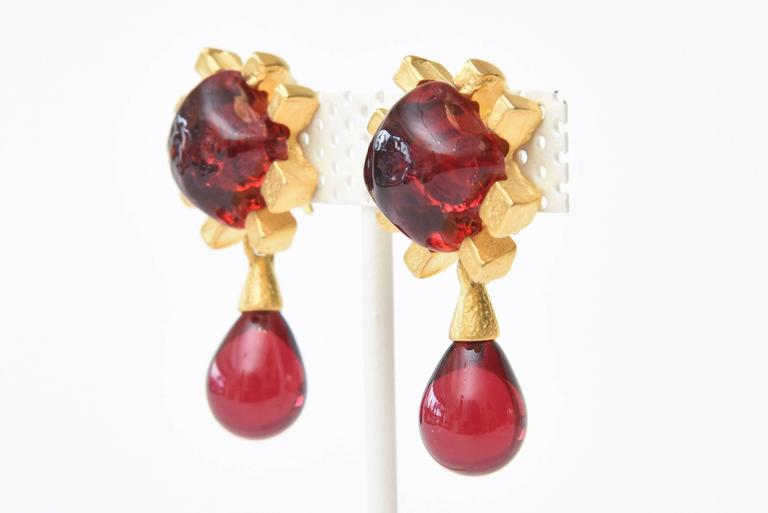 Andrew Springarn Glass & Gold Plated Dangle Earrings Clip On In Good Condition For Sale In North Miami, FL
