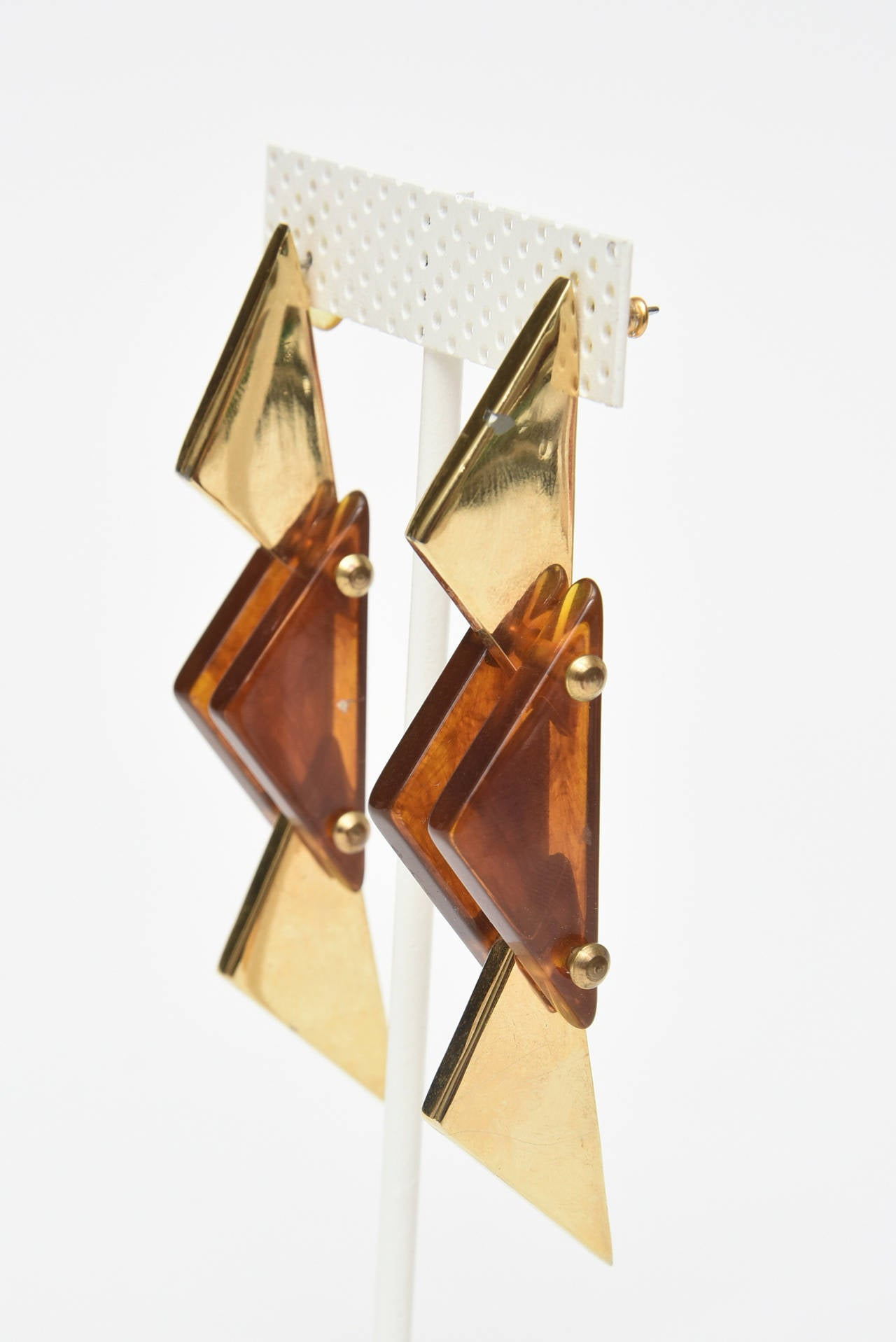 Modern Pair of Sculputural Brass and Amber Lucite Earrings For Sale