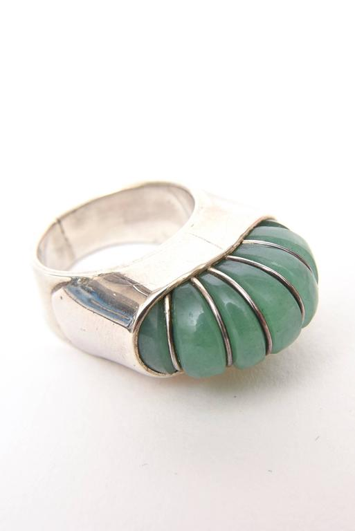 Hallmarked Sculptural Sterling Silver And Jade Dome Ring For Sale 3