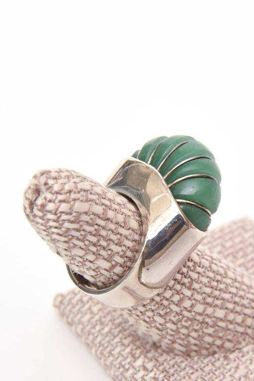 Hallmarked Sculptural Sterling Silver And Jade Dome Ring For Sale 5