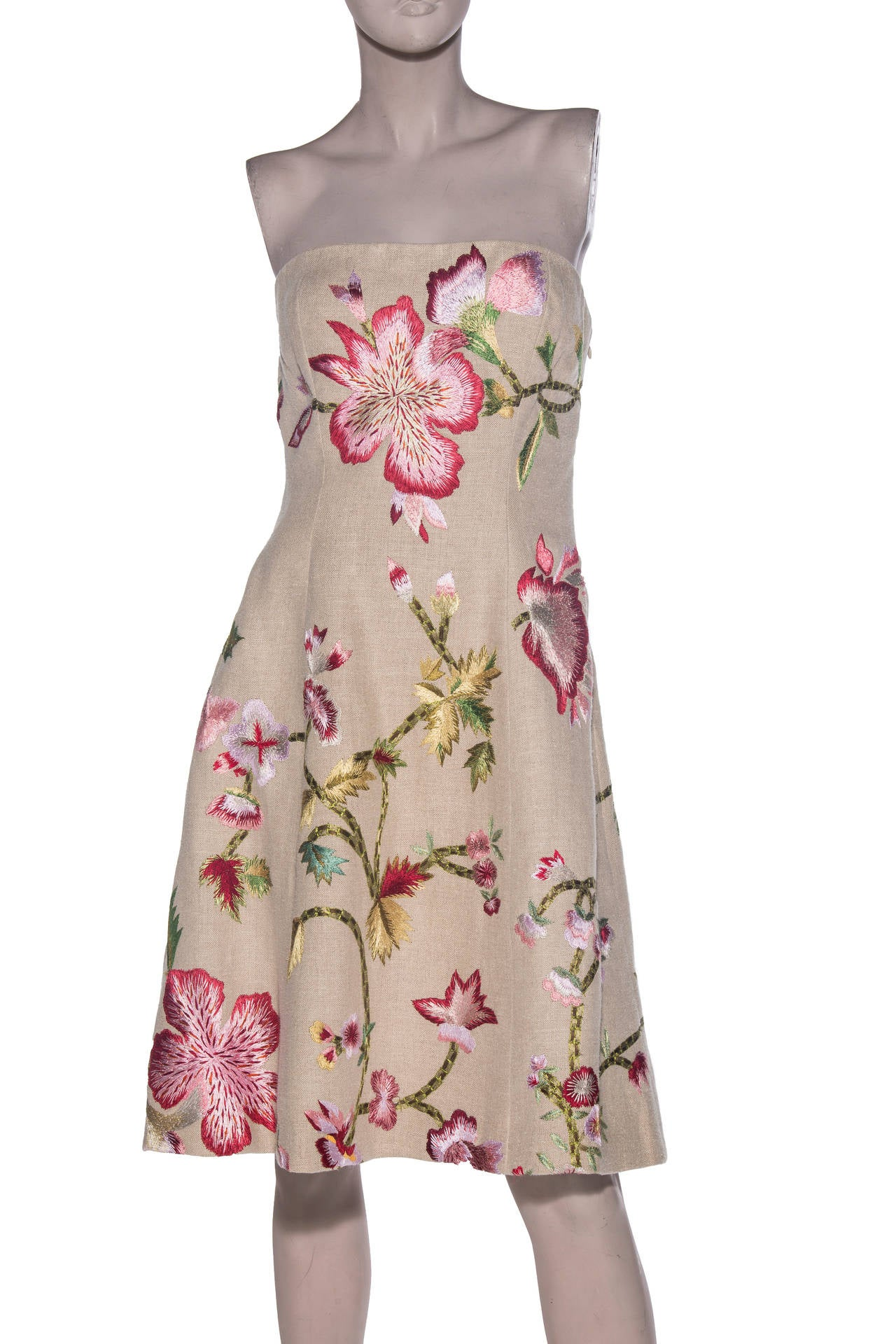 Oscar De la Renta, circa 1990s linen and embroidered strapless dress,built in brasiere, side zip and fully lined in silk.