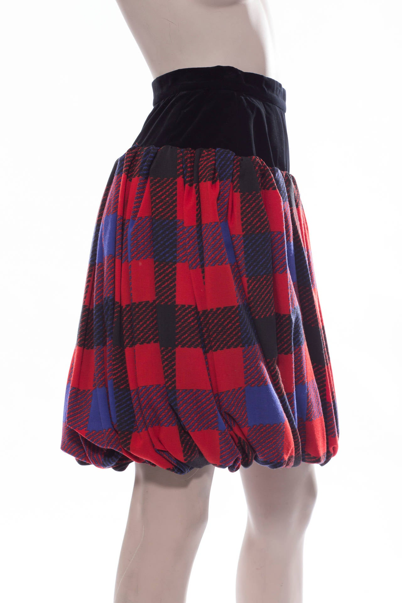 Yves Saint Laurent Rive Gauche plaid wool jersey and black velvet bubble skirt with side zip and fully lined. EU.size 38