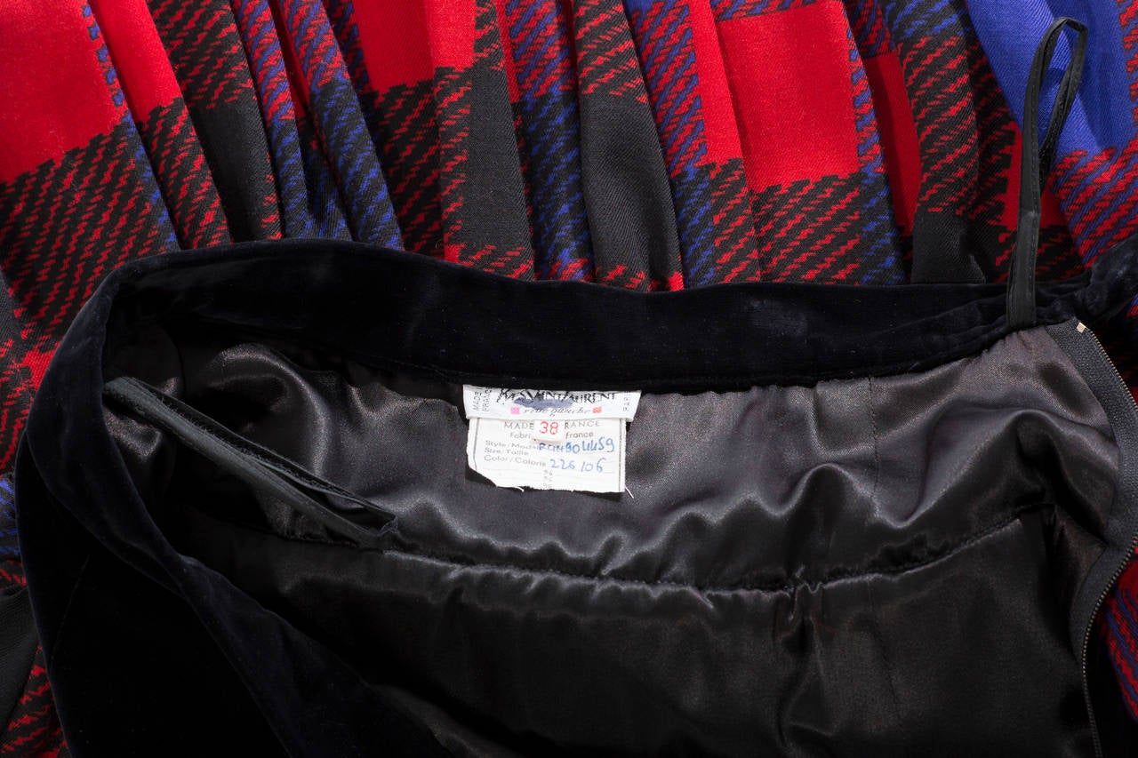 Yves Saint Laurent Rive Gauche plaid wool jersey and black velvet bubble skirt with side zip and fully lined.   FR. 38
