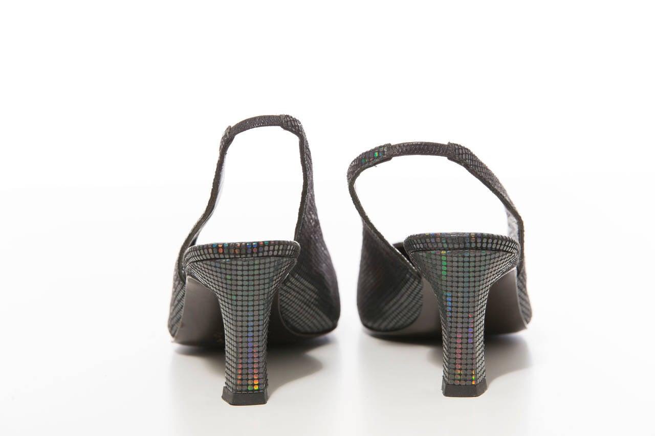 Maud Frizon Navy Blue Iridescent Suede Kitten Heel Shoe, Circa 1980's In Excellent Condition For Sale In Cincinnati, OH