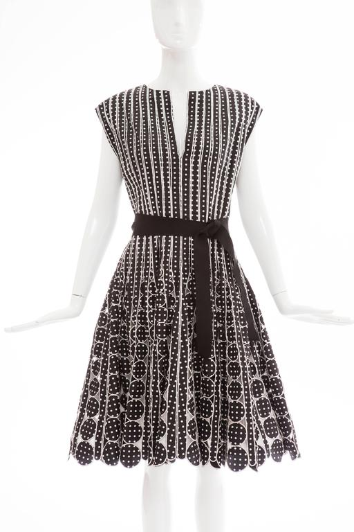 Oscar De la Renta, Resort 2007 sleeveless black silk faille with white polka dots,  dress, black grosgrain ribbon belt, full skirt, back zip with hook and eye closure and fully lined.  US. 8  Bust 36, Waist 32, Hips 68, Length 41