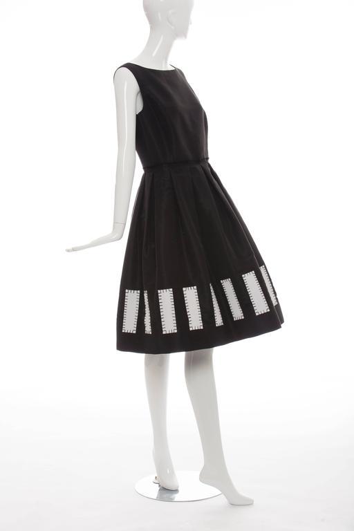 Women's Oscar De la Renta Runway Sleeveless Black Silk Faille Dress, Spring 2006 For Sale
