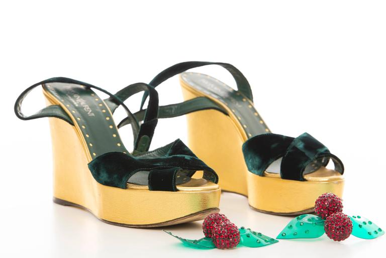 Tom Ford Yves Saint Laurent Emerald Green Velvet Cherry Platforms, Fall 2003 In Excellent Condition For Sale In Cincinnati, OH