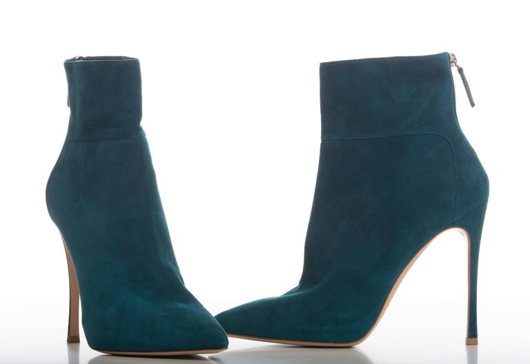 Gianvito Rossi Suede Bootie In New never worn Condition For Sale In Cincinnati, OH