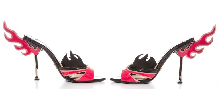 Prada Patent Leather Flame Slide Sandals, Spring 2012 In Excellent Condition For Sale In Cincinnati, OH