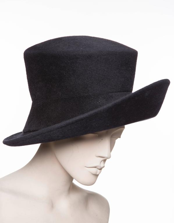 Philip Treacy navy blue wool felt hat.