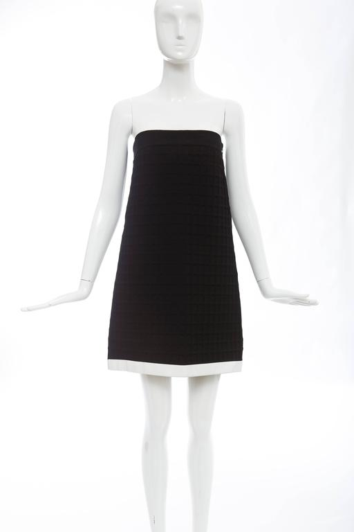 Women's Chanel Runway Black Strapless Waffle Weave Pearl Button Back Dress, Spring 2013 For Sale