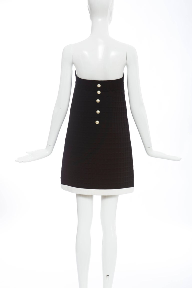 Chanel Runway Black Strapless Waffle Weave Pearl Button Back Dress, Spring 2013 In Excellent Condition For Sale In Cincinnati, OH