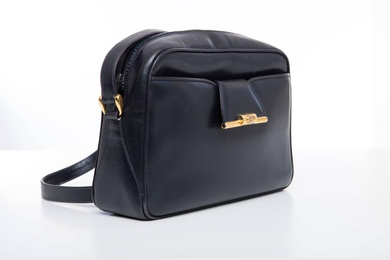 Gucci Navy Blue Leather Crossbody Bag With Detachable Wallet, Circa 1970's In Excellent Condition For Sale In Cincinnati, OH