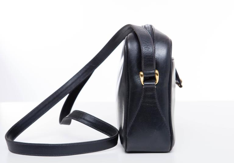 Women's Gucci Navy Blue Leather Crossbody Bag With Detachable Wallet, Circa 1970's For Sale