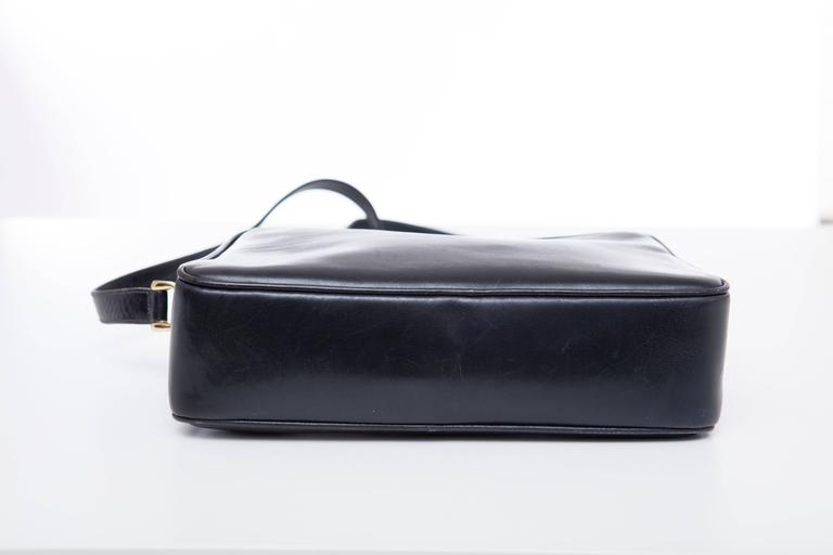 Gucci Navy Blue Leather Crossbody Bag With Detachable Wallet, Circa 1970's For Sale 2