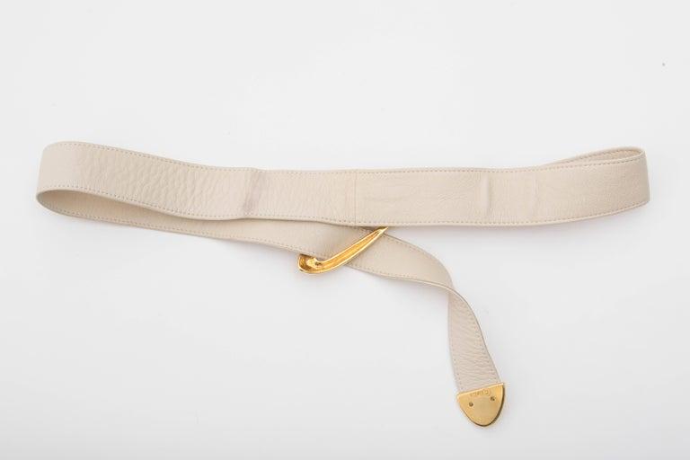 Donna Karan Cream Leather Belt With Robert Lee Morris Buckle, Circa 1980's In Excellent Condition For Sale In Cincinnati, OH