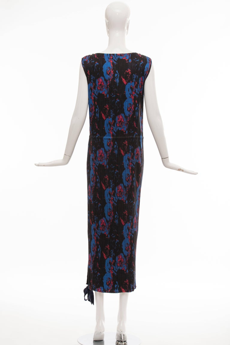 Issey Miyake Sleeveless Navy Blue Printed Silk Pleated Dress, Spring 2007 In Excellent Condition For Sale In Cincinnati, OH