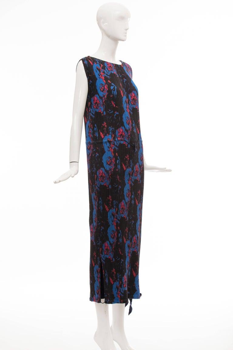 Women's Issey Miyake Sleeveless Navy Blue Printed Silk Pleated Dress, Spring 2007 For Sale