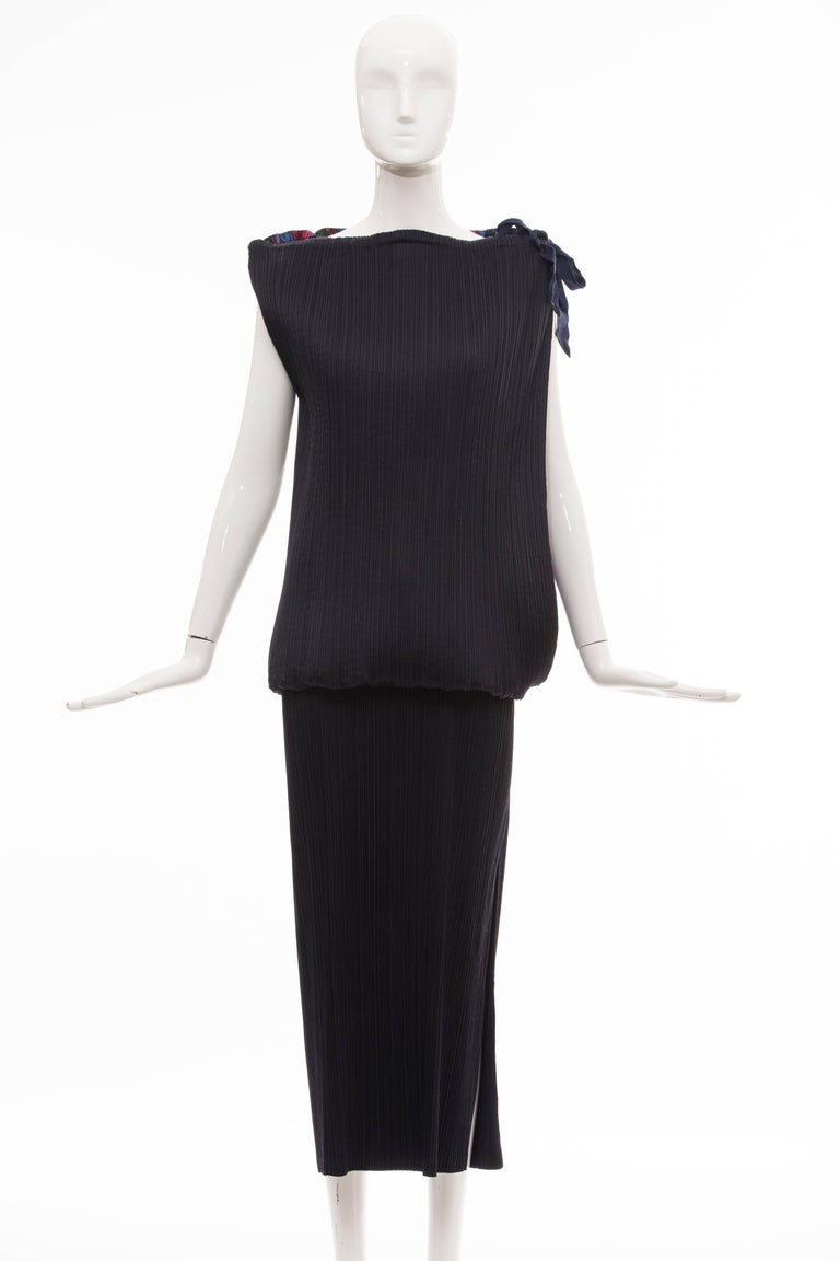 Black Issey Miyake Sleeveless Navy Blue Printed Silk Pleated Dress, Spring 2007 For Sale