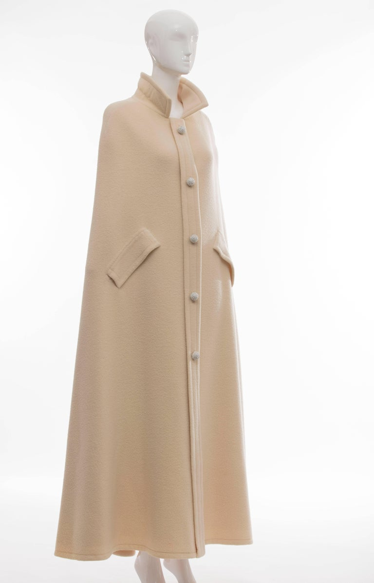 Christian Dior Haute Couture By Marc Bohan Cream Wool Cape, Autumn - Winter 1966 In Good Condition For Sale In Cincinnati, OH