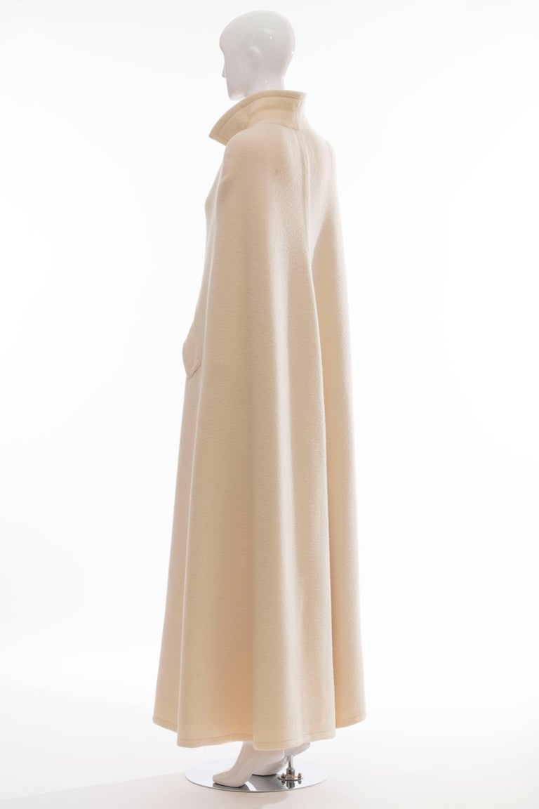 Christian Dior Haute Couture By Marc Bohan Cream Wool Cape, Autumn - Winter 1966 For Sale 4