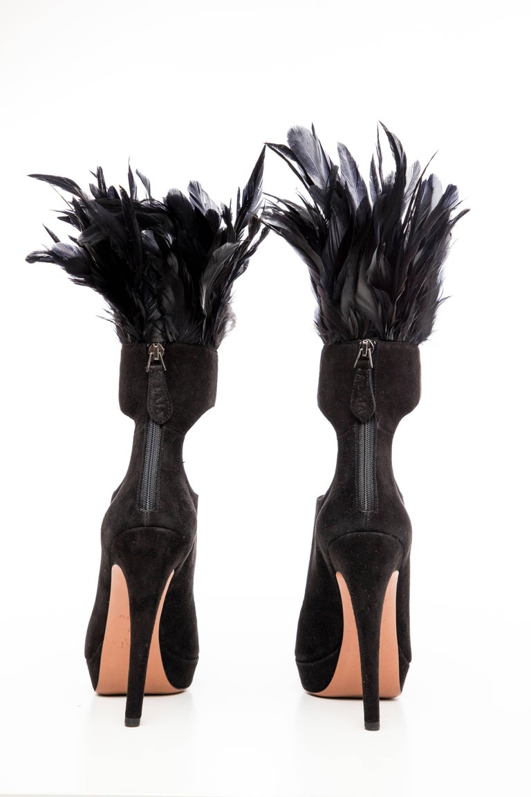 Azzedine Alaia Black Suede Peep Toe Platform Pumps With Feather Trim, Fall 2010 In Excellent Condition For Sale In Cincinnati, OH
