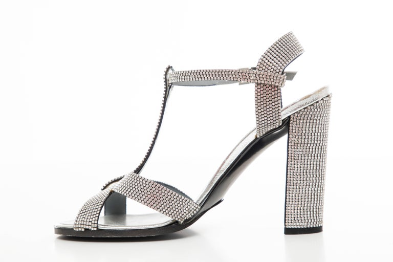 Tom Ford For Gucci Runway Metallic Silver Crystal T-Strap Sandals, Spring 2000 For Sale 3