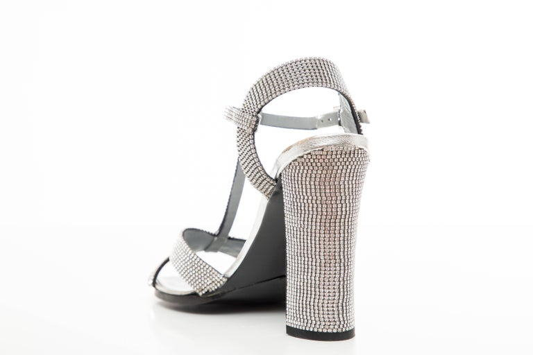 Tom Ford For Gucci Runway Metallic Silver Crystal T-Strap Sandals, Spring 2000 For Sale 4