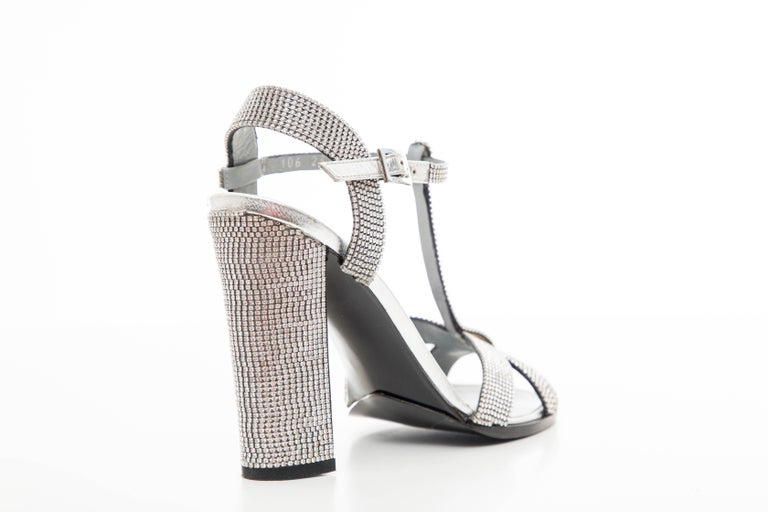 Tom Ford For Gucci Runway Metallic Silver Crystal T-Strap Sandals, Spring 2000 For Sale 6