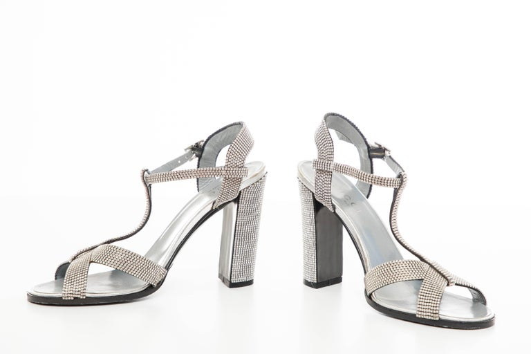 Tom Ford For Gucci Runway Metallic Silver Crystal T-Strap Sandals, Spring 2000 For Sale 8