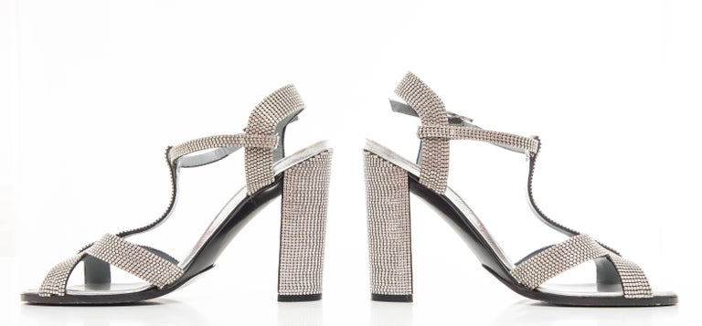 Tom Ford For Gucci Runway Metallic Silver Crystal T-Strap Sandals, Spring 2000 For Sale 9