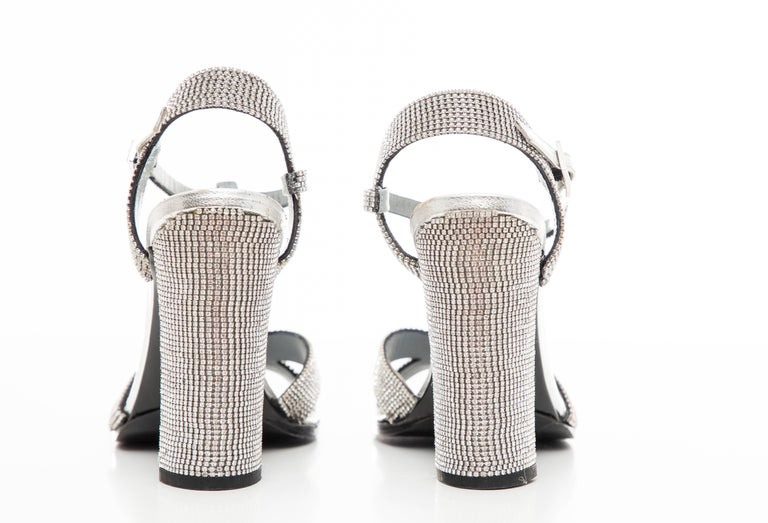 Tom Ford For Gucci Runway Metallic Silver Crystal T-Strap Sandals, Spring 2000 For Sale 10