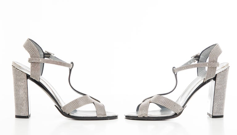 Tom Ford For Gucci Runway Metallic Silver Crystal T-Strap Sandals, Spring 2000 For Sale 11