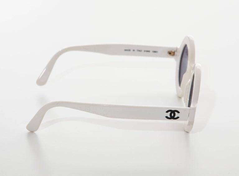 Women's or Men's Chanel Runway Logo Round White Sunglasses With Tinted Lenses, Spring 1993 For Sale