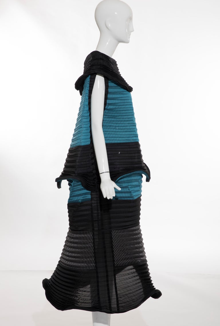 Issey Miyake Runway Pleated Dress, Fall 2014 In Excellent Condition For Sale In Cincinnati, OH