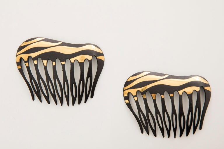 Angela Cummings Tiffany & Co. Damascene Lacquered Iron Gold Hair Combs, 1970's In Good Condition For Sale In Cincinnati, OH